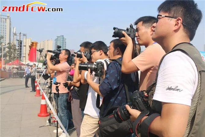 国家、省市各级媒体聚焦盛会。