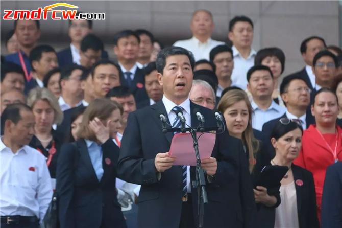 河南省委副书记、省长陈润儿致辞。