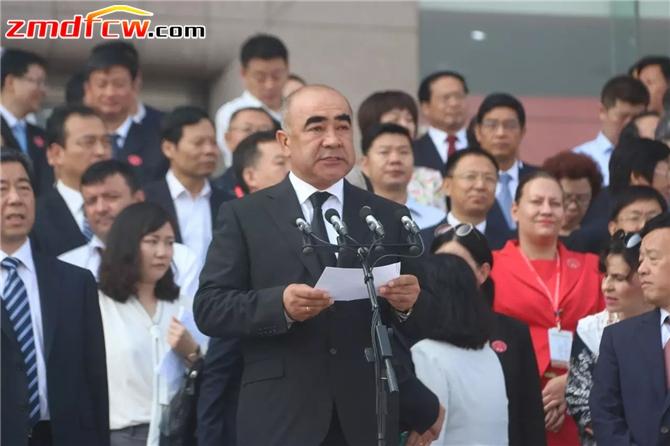 乌兹别克斯坦副总理兼农业水利部部长米尔扎耶夫致辞。