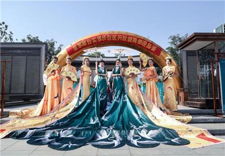 【皇家蘭台】一次景观示范区开放活动刷爆全城,新品加推千人争藏